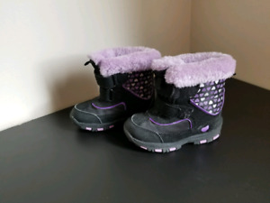 Girl toddler winter boots size 8 (2t)