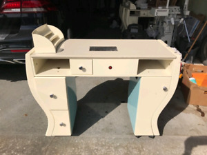 Great condition Manicure table!!