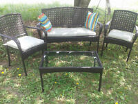 patio set with 5 chairs and umbrella/ 4 piece conversation set