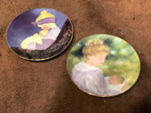 Small mother/baby collectors plates (2)