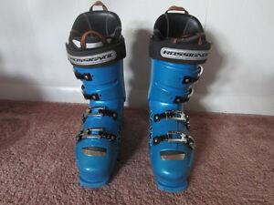 Lange RS130 ski boots