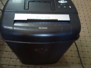 CROSSCUT  Paper, Credit Card & CD SHREDDER    -    LIKE NEW!