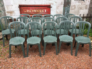 Outdoor plastic chairs (group of 17)