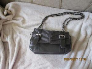 a90d42a3d345 Buy or Sell Women s Bags   Wallets in St. Catharines