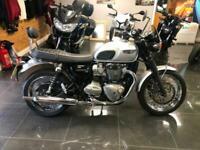 Triumph Bonneville T120,1200cc,2017 67 reg,2700 miles,standard,sissy bar.....
