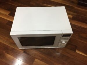 Panasonic Microwave Oven almost new