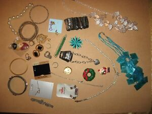 COSTUME JEWELLERY #9 35 PIECES FOR $5
