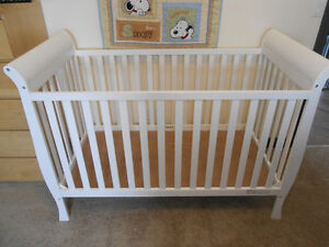 Delta Eclipse 3 in 1 crib, LIKE NEW (used for only 2 months)
