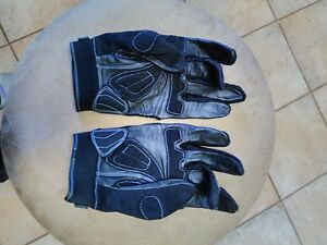 JOE ROCKET SIZE MEDIUM AND LARGE GLOVES Windsor Region Ontario image 6