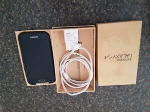 Galaxy S 5 phone charger & otterbox case
