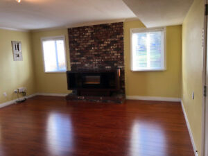 $1500 / 2br - 1400ft2 - FOR RENT - Renovated Ground Floor Suite