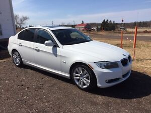 2009 BMW 323i. ONLY 83,000kms!!! New brakes and tires!