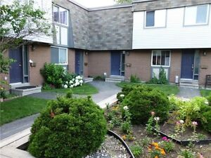 BEAUTIFUL 3 BEDROOM END UNIT TOWN HOME