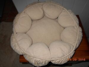 Small Fluffy Bed for Cats or Dogs