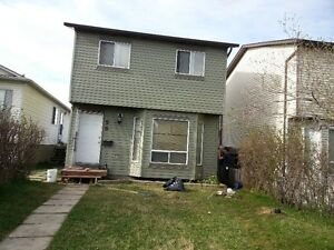 4 Bedroom House in Martindale for 2 families or 4 single,forRent