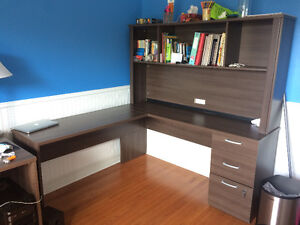 SOLID HIGH QUALITY L-SHAPE DESK, ALMOST NEW!