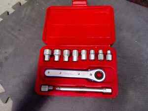 "Set ratchet neuf chrome vanadium 1/4"" a 3/4"""