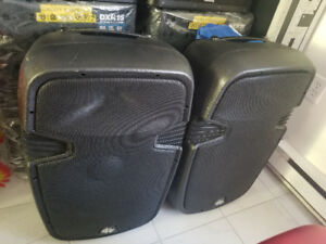 Speakers r Groove Factory 15 po 600 Watts chaque
