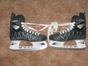 PAIR OF CCM INTRUDER SKATES SIZE 5 IN EXCELLENT SHAPE
