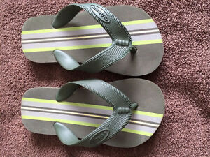 Toddler Old Navy Flip Flops Size: 8/9