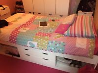 Single bed with matteress