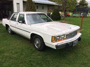 Crown Victoria LTD 1989  Pour collectionneurs!