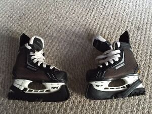 Bauer Youth Size 9 Skates Peterborough Peterborough Area image 1