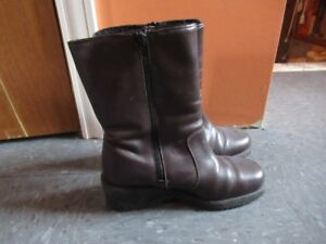 Ladies boots size 6B