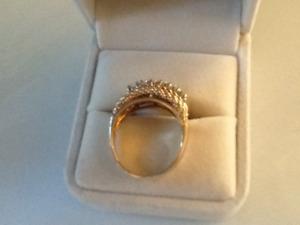 18 KT gold Ring 7 diamonds