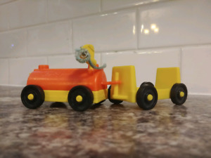 Vintage Fisher Price Little People 70's Airport Accessories