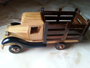 HERITAGE MINT WOOD TRUCK.