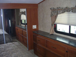 REDUCED Immaculate 2012 Greystone Heartland RES 33QS London Ontario image 10