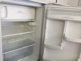 Hotpoint white Under worktop fridge with ice box