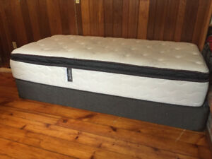 Twin XL Mattress & Box Spring - Excellent Condition