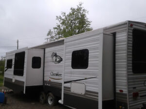LARGE 38 FT TRAILER AT A GREAT PRICE