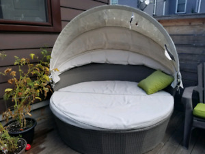 Outdoor Pod/Day bed - For Sale