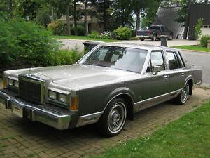 1989 Lincoln Town Car Signature Série * ECHANGE CONSIDÉRÉ*
