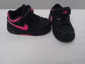 Baby nike runners size 5