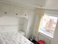 A spacious double room with NO BILLS 5mis walk to westferry DLR