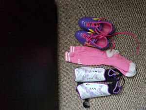 Girls Soccer Cleats, Size 3