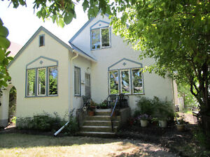1 BR  CHARACTER DUPLEX WITH DEN RENT $850 AVAILABLE MAY 1ST
