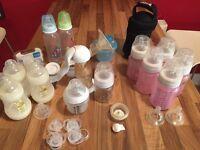 Feeding bundle, manual breastpump and bottles