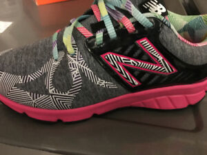 Girls new balance running shoes (girls size 5.5 or 7)