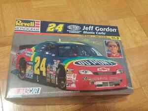 Jeff Gordon NASCAR model car and tin Kitchener / Waterloo Kitchener Area image 1