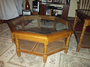 Octogon coffee table with 2 end tables glass tops excellent cond Windsor Region Ontario image 1