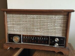 1963 Zenith K731 AM/FM Tube Radio