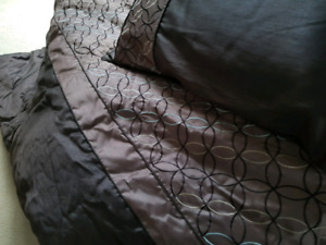 Chocolate brown Comforter and decorative pillow
