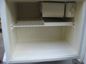 SMALL FRIDGE Cambridge Kitchener Area image 3