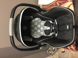 Britax b safe car seat/2bases in excellent conditon