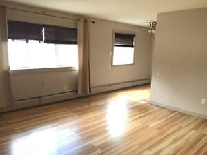 Immediate Possession:Spacious 2 Bedrm Condo Downtown $1050/month